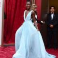 2014 alfombra roja Oscar: Lupita Nyong'o en 'blue nairobi' vestido de prada