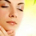 12 maravillosos beneficios del aceite del árbol del té para la piel y el pelo