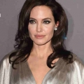 Angelina Jolie y Jennifer Aniston evitan entre sí en la elección de los críticos? Actual esposa y ex de Brad Pitt llegó a la alfombra roja de cinco minutos de diferencia