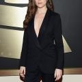 Anna Kendrick casi parpadea tetas en grande ariana durante grammys- 'Pitch Perfect' acciones estrella encuentro torpe con Sam Smith