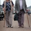 Comunidades trabajan para dar cabida a los residentes con demencia
