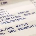 Los expertos recomiendan los niveles de colesterol se medirán una vez cada cinco años en todos los mayores de 20