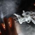 Los expertos dicen que los cigarrillos electrónicos son muy populares entre los adolescentes