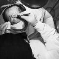 En primer lugar cráneo y trasplante de cuero cabelludo de un donante humano éxito