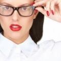 Cómo aplicar maquillaje en los ojos de los usuarios de gafas (17 maquillaje consejos y trucos)