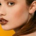 Como hacer un chocolate casero brillo de labios?