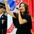 Idina Menzel Super Bowl rendimiento himno nacional criticó por aficionados- lo malo era que esta vez?