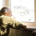 La mala visión y la audición sigue siendo una de las razones principales por qué los adultos mayores están confinados a sus hogares