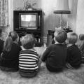 Viendo la televisión durante la infancia ligada al riesgo intimidación tarde