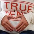 Mujer se queja de dolor de estómago, en lugar da a luz a gemelos