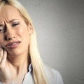 25 efectivos remedios caseros para obtener alivio de la Sabiduría Dolor de dientes