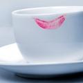 5 Consejos asombrosos para Evitar Lipstick manchas en los vidrios y collares