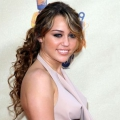 5 Curly Ponytail ideas que usted debe tratar