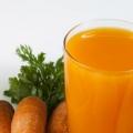 6 deliciosos zumos vegetales para Naturalmente que brilla intensamente de la piel