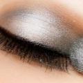 7 Consejos de maquillaje eficaces para hacer su Sombra de ojos ven más brillantes