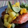Arcos de salmón con salsa de mango piña