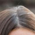 ¿El desplume blanco cabello extendido el pelo más blanco?