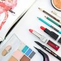 Caída esenciales de maquillaje y consejos