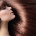 Consejos para el cuidado del pelo para conseguir un cabello brillante suave como la seda