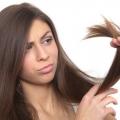 ¿Cómo controlar divide el cabello durante el verano?