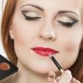 Cómo cubrir las cicatrices en la cara con maquillaje