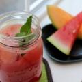 Cómo hacer agua fresca de sandía con el melón y menta
