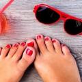 Pies bonitos para Todos Con uñas del dedo del pie de la falsificación
