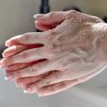 Los mejores consejos e ideas para hacer que los pies y las palmas de las manos suaves de forma natural en el hogar?