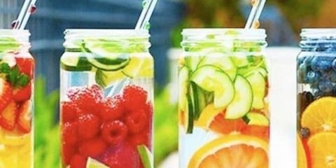 8 recetas de agua de desintoxicación de limón simples para la pérdida de peso