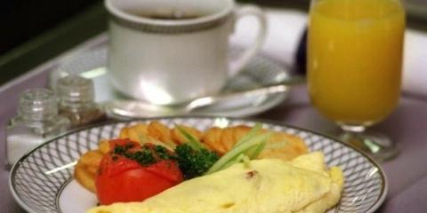 Un desayuno rico en proteínas ayuda a disminuir las hormonas del hambre que inducen