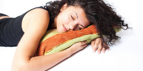 Mejor y peores alimentos para comer durante el sueño