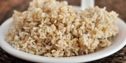 Cómo cocinar el arroz integral en olla de arroz