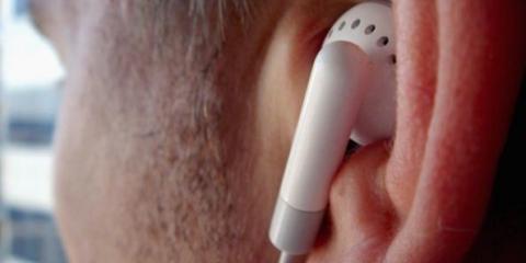 Sí, los auriculares pueden causar pérdida de la audición