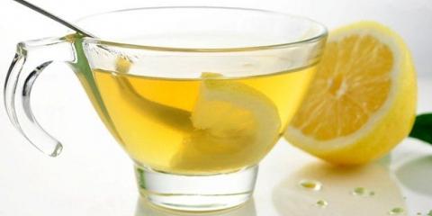 6 Beneficios de beber agua de limón caliente por la mañana